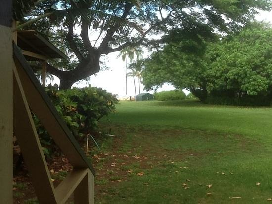 Waimea Plantation Cottages : Cottage 57 with a beautiful lawn & ocean view.