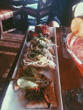 Flying-V Bar & Grill: Ribs/ Shrimp tacos/ Qual and french toast