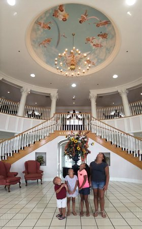 Cumberland Inn and Museum: Beautiful front lobby