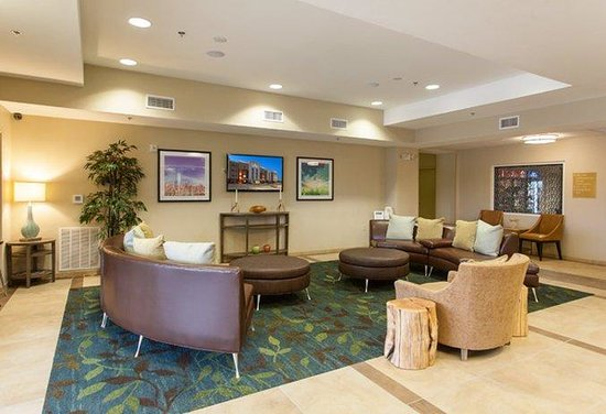 Candlewood Suites: Guest Lounge