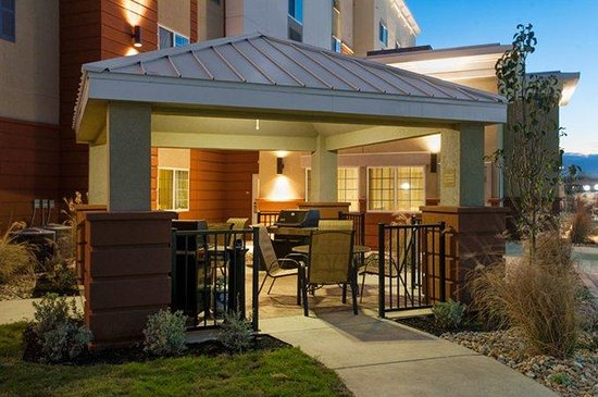 Candlewood Suites: Gazebo Grill