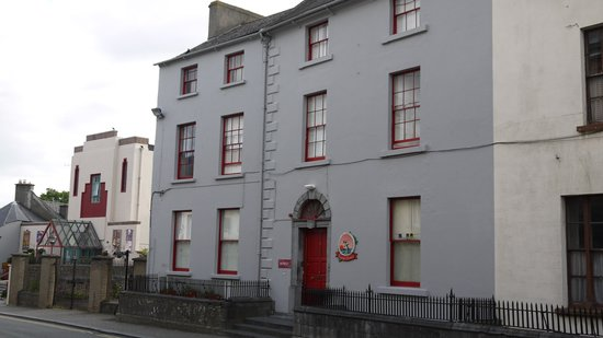 Kilkenny Tourist Hostel: Quaint hostel on main street