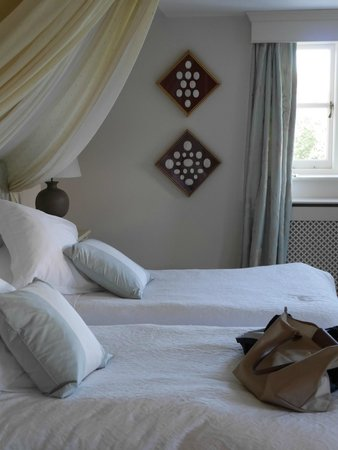 Rookwood Farmhouse Bed & Breakfast: Twin bed suite at Rookwood House.