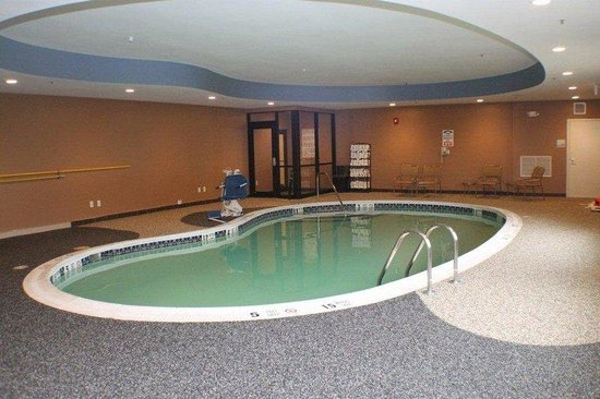 Holiday Inn Express and Suites - Bradford : Swimming Pool