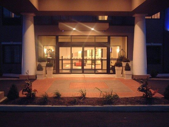 Holiday Inn Express and Suites - Bradford: Exterior Feature
