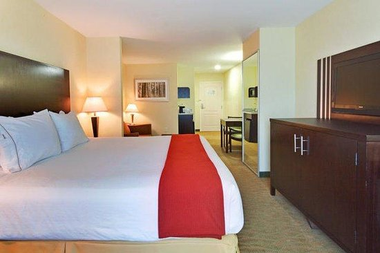 Holiday Inn Express and Suites - Bradford: King Bed Guest Room