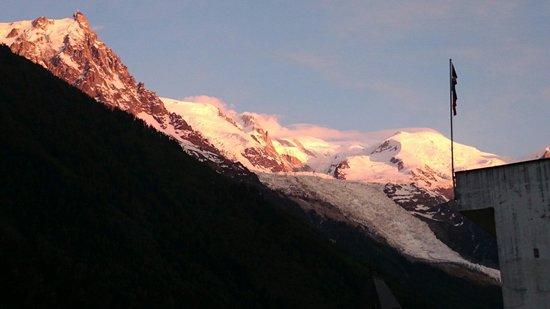 Aiguille du Midi : Magnifique couché de soleil sur le massif…