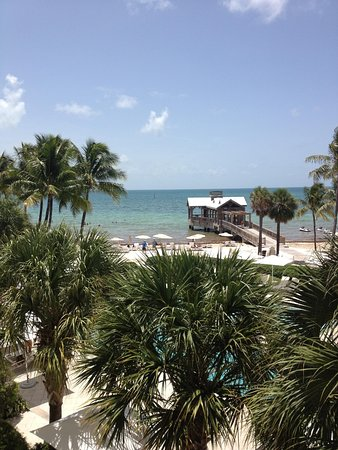 The Reach Key West, A Waldorf Astoria Resort: Picture of the grounds from balcony.