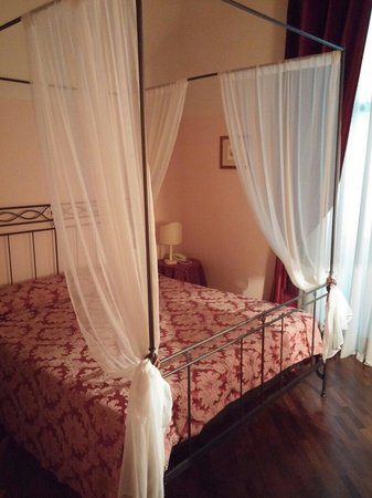 Torre Guelfa Hotel : Letto bellissimo