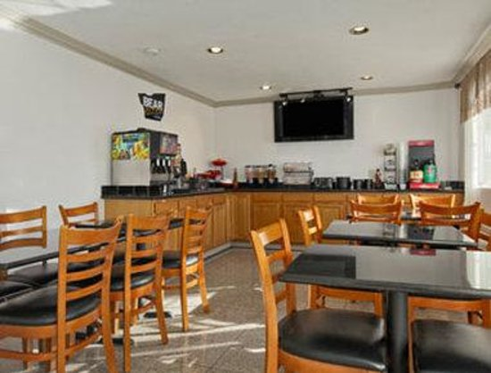 Travelodge Salinas: Breakfast Area
