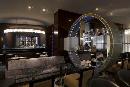 Normal AMelia Genova Norman Lounge Bar