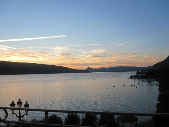 Le Palace de Menthon: Sunset at Lake Annecy from the Hotel Suite's balcony