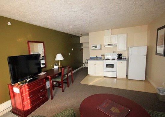 Econo Lodge Inn & Suites: In Room Amenities
