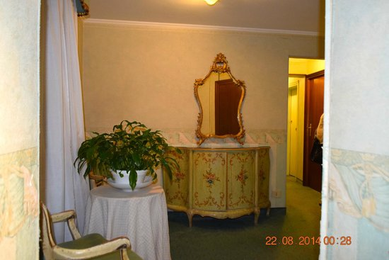 Hotel Concordia: Sitting area in hallway