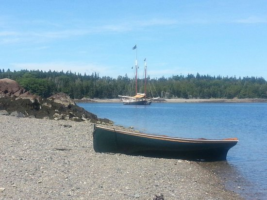 Schooner Stephen Taber Day Cruises: Perfect day for the Lodster Bake.
