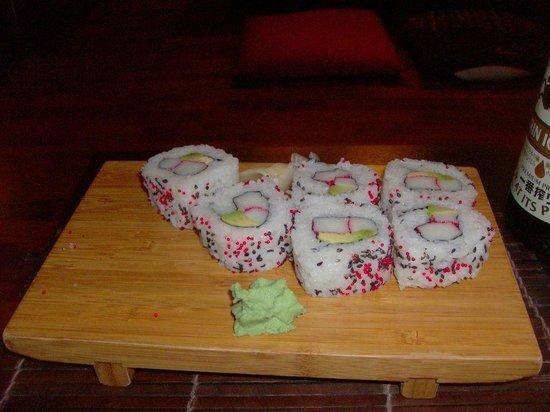 FUJI : uramaki con avocado e surimi