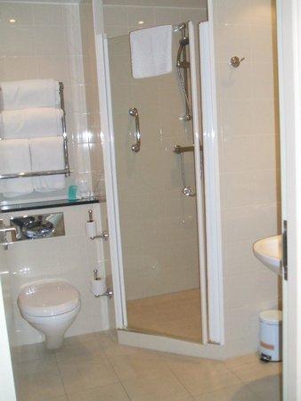 Mercure Sheffield St Paul's Hotel: bathroom