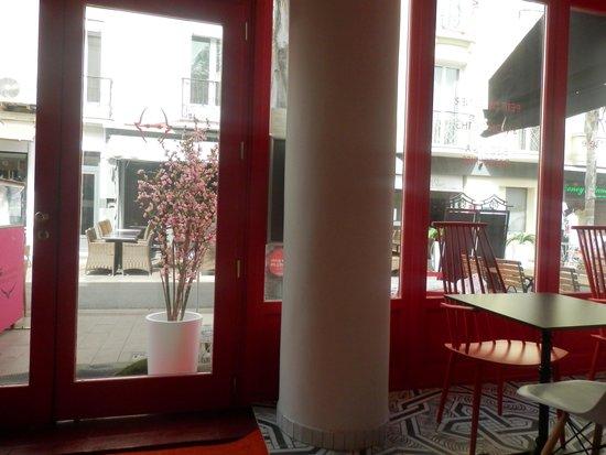 Hotel Mademoiselle: entree