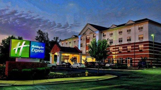 Holiday Inn Express La Plata: Exterior Feature