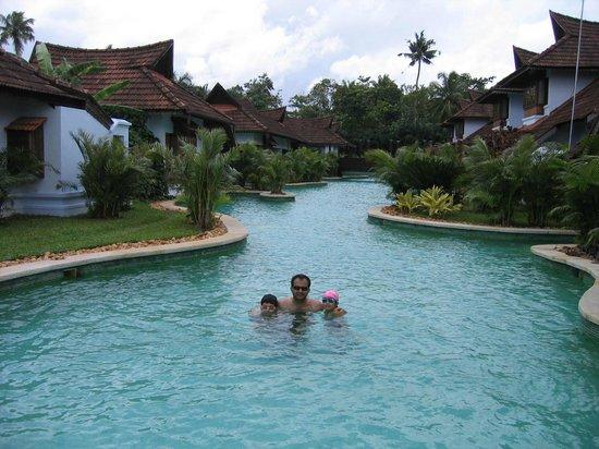 Kumarakom Lake Resort: Enjoying the Meandering Pool