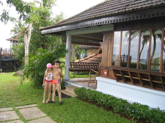 Kumarakom Lake Resort: Outside Heritage Villa