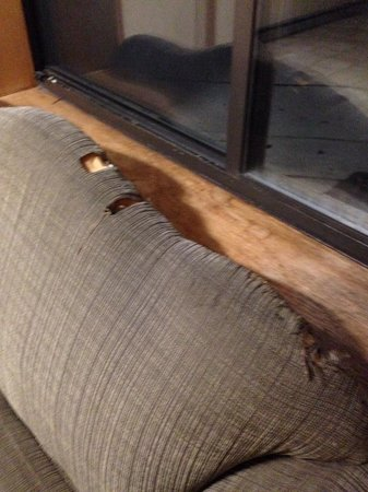 Hudson Valley Resort and Spa: HOLES in sofa