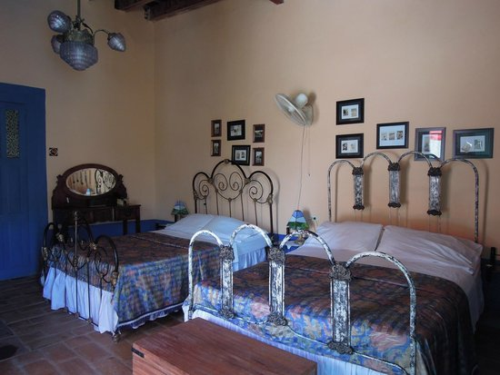 Hostal Bastida: one of the rooms