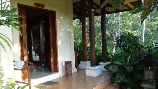 Alam Sari : Room outside
