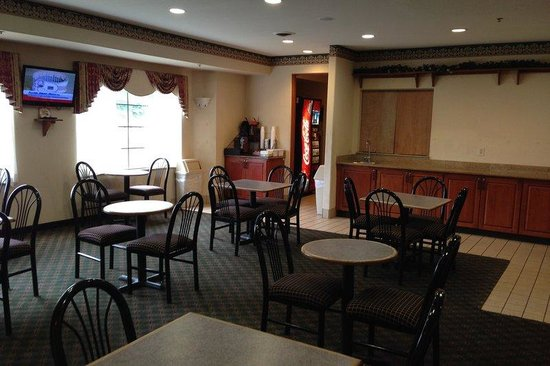 Red Roof Inn & Suites Detroit - Lincoln Park: Breakfast Area