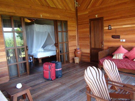 Naya Gawana Resort & Spa: Balkon mit Zugang zum Nachbarzimmer