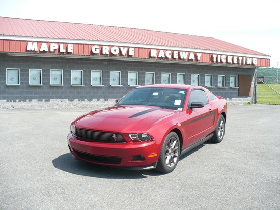 Mohnton (PA) United States  city images : ... Ford Mustangs Picture of Maple Grove Raceway, Mohnton TripAdvisor