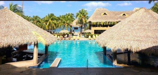 Flamingo Beach Resort & Spa: Pool and Beach
