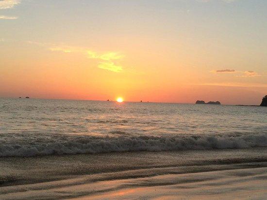 Flamingo Beach Resort & Spa: Beautiful Sunset