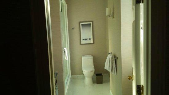 The Fairmont Palliser: Clean bathrooms