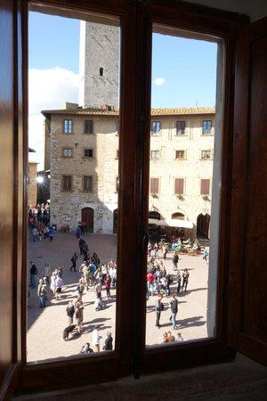 Al Pozzo dei Desideri: View from the room onto Piazza della Cisterna