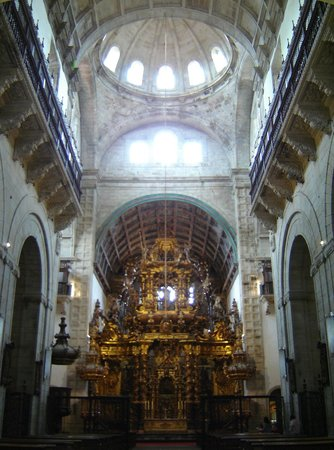 Monasterio de San Martín Pinario: Altar mayor y cúpula