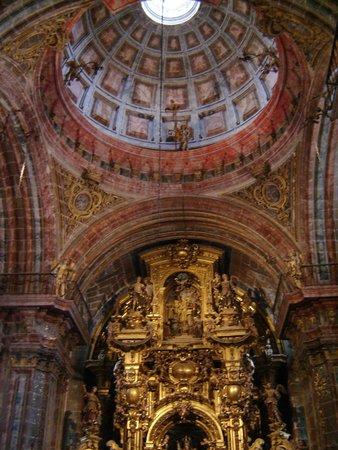 Monasterio de San Martín Pinario: Retablo y cúpula