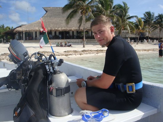 Blue Experience Diving: On board in Akumal Bay