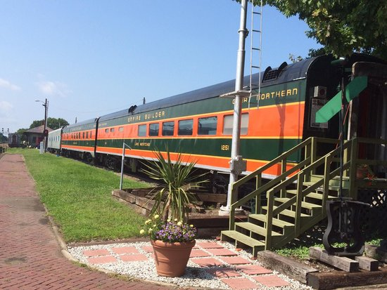 North East, PA: Old Empire Builder cars on static display