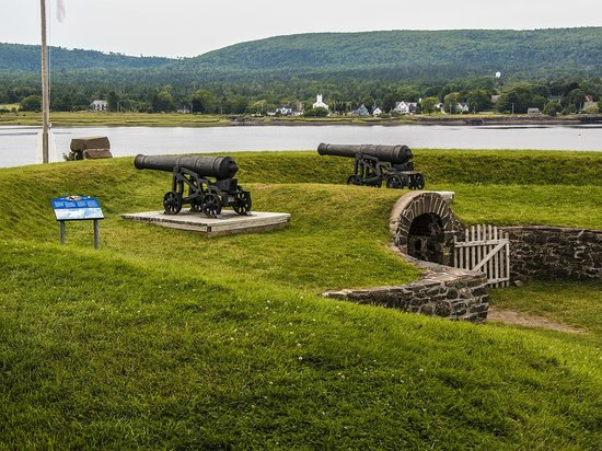 Fort Anne National Historic Site : Overlooking river.