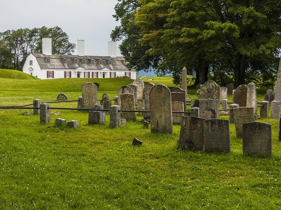 Fort Anne National Historic Site : Burial grounds next door.