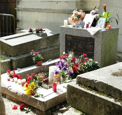 Cimetière du Père-Lachaise : tomba Jim Morrison