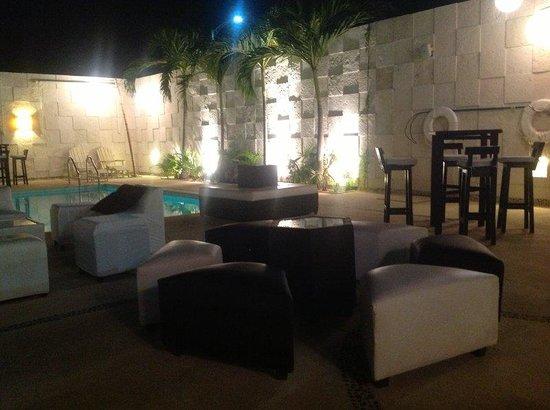 Holiday Inn Acapulco La Isla: Bar and Lounge