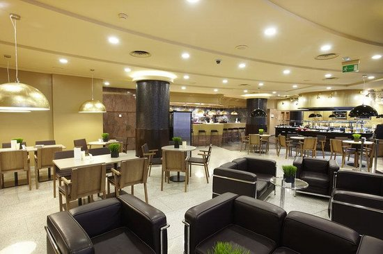 Holiday Inn Andorra: Bar and Lounge