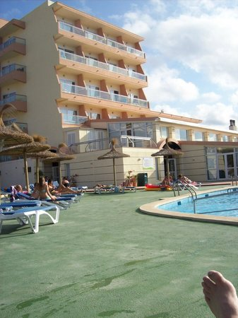 THB Cala Lliteras: poolside