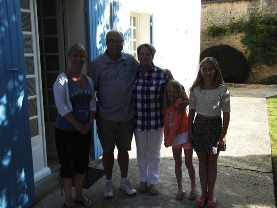 Le Logis des Oiseaux : My girls and our Hosts