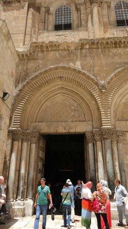 Church of the Holy Sepulchre: фасад Храма