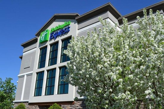 Holiday Inn Express Hotel & Suites Bozeman West: Hotel Exterior