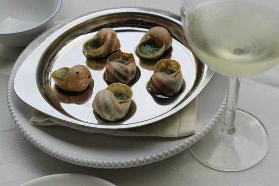 Villa Saint Genes : Eating snails with the owners
