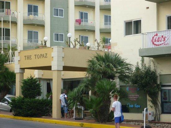 Topaz Hotel: entrée de l'hôtel